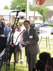 CHA executive director Steven A. Fischer addressed the audience at groundbreaking ceremony before joining Mayor Thaddeus Kirkland and others in digging in.